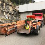 Müll Friedhof entsorgen, mit U400 und Containerhänger