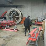 Winterwanderweg Bänke reparieren am Bauhof