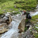 Wasserzufuhr Wasserscheide Flexenpass wiederherstellen, Einlauf und Aufstau spülen