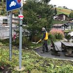 Ortsverschönerung und Mülldienst im Zentrum