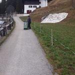 Uferpromenadenstraße abzäunen = Zufahrtsstraße für Liegenschaftseigentümer aufgrund Baustelle GZL