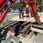 Beplanken der Brücke und Schweißarbeiten