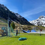 Fußballplatz, Netze aufhängen