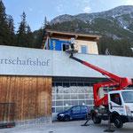 Schalung anbringen Container Bauhof