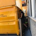 Wandertafeln und Holzkonstruktion entfernen Postamt