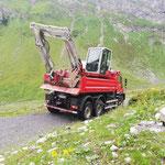 Baggertransport mit U530 Richtung Stierlochsattel, Unwetterschäden aufarbeiten
