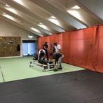 """Matten verlegen im Sportpark für """"Vorarlberg läuft"""""""