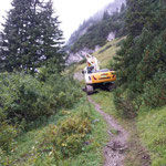 Schneedruckwege sanieren mit Schneider Erdbau Bagger, L198 und Wanderweg Zürs