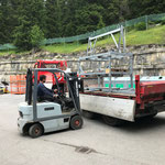 Versorgen der Transportkisten Zeltaufbau