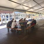 Mittagessen im Zelt - ein Dankeschön an Axel Pfefferkorn und sein Team vom Aurelio!