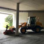 Tunnel Oberlech reinigen, mit Lader 509 und Kehrmaschinenaufsatz...