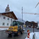 Baustelle Gemeindezentrum für Winterbetrieb vorbereiten, provisorische Straßenbeleuchtung stellen