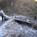 Winterwanderweg Glatteis- und Begehbarkeitspatrouille mit Raupentransporter am Burgwaldweg