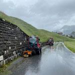 Unkraut-Team in Zug, beide Holder C70 SC