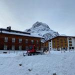 Schnee ausschieben Loipe Omesberg, mit PB100