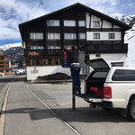 Pensionsbeschilderung: Polizei-Schild Zürs Edelweißparkplatz abmontieren