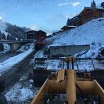 Asphaltladetätigkeiten bei der Deponie Stubenbach