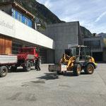 Zeltmaterial am Bauhof abladen
