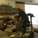 Brennholz für Weihnachtsmärkte vorbereiten