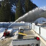 Baustelle Schwimmbad vom Schnee befreien