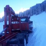 Pistenbully 100 nach Defekt zum Bauhof transportieren, mit Steyr 6190 CVT und Bigabhänger