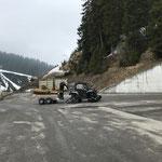 Lawinenschaden: beschädigte Wegebrücke unterhalb Bauhof abbauen und abtransportieren