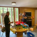 Ein kleines Dankeschön an unsere Bauarbeiter beim Gemeindezentrum: der Bauhof organisiert ein Grillmittagessen