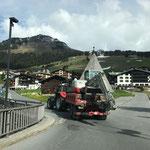 Baggertransport mit Steyr Traktor zum Schwimmbad