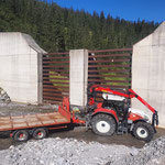 Zürsbach Wehr, Gitter transportieren für Wildbachverbauung