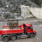 Wehr Zürsbach, Materialentnahme für Lawinen- und Wildbachverbauung...