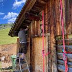 Hütte verzurren und Rundschlingen befestigen
