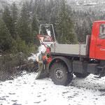 Holzarbeiten mit Unimog 1600 und Winde Schwarzwandlift/Kracherbach