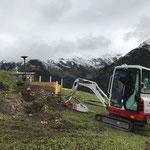 Aushubarbeiten Verlegung LWL-Kabel in Oberlech, mit TB216