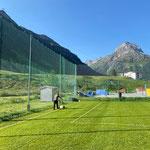 Linien nachziehen am Fußballplatz