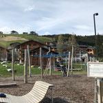 ...sowie Spielplätze Schulplatz und sport.park für erlaubte Öffnung am Freitag fertig montieren