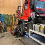 Reifenwechsel Unimog 530 in der Werkstatt