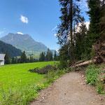 Wanderwegteilstück Oberstubenbach-Stubenbach wegen Windwurf (heutiges Nachmittagsgewitter) gesperrt