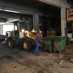 Friedhof Müllkübel wechseln