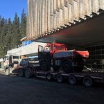 Defekten Unimog 400 verladen für Reparaturfahrt zur Mercedes-Werkstatt, mit Hilfe von Transporte Kessler Klösterle