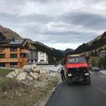 Löcher bohren und Schneestangen setzen in Stubenbach