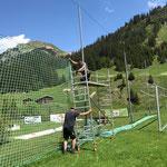 Netze aufhängen Fußballplatz
