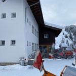 Holder Schneeräumung am Kirchplatz