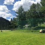 Mulcharbeiten beim Fußballplatz