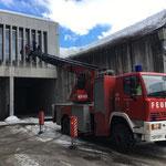 Bauhof Außenfensterreinigung mit Drehleiter FF Lech