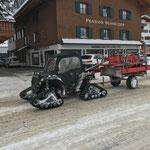 Winterwanderweg-Bänke ausführen mit Polaris Sportsman ACE