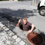Dorf- und Kirchbrunnen reinigen, Abschalten Wasserzuleitung...