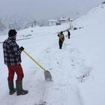 Man-Power:  Winterwanderweg Trasse schaufeln Umkehrplatz Oberlech