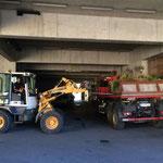 Saisonsschluss: Blumentröge zum Bauhof bringen...
