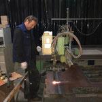 Stahlplatten schneiden für Boden-Abdeckungen Elektroinstallationen Waschhalle Postgarage