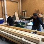Holz vorbereiten für Abtrennung Lager Stall Anger